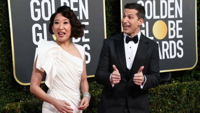 vidéos et rushes de hosts sandra oh and andy samberg arrive to the 76th annual golden globe awards held at the beverly hilton hotel on january 6 2019 - sandra oh