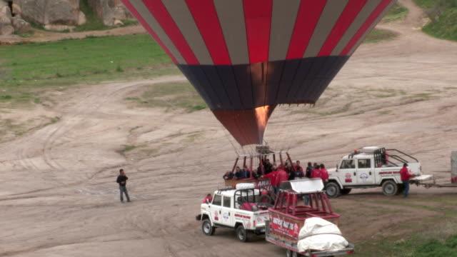 hot air ballons, cappadocia, turkey - cappadocia stock videos and b-roll footage