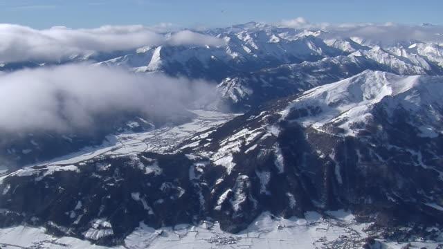 hot air balloon flight over austrian alps - alpen stock-videos und b-roll-filmmaterial