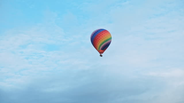 hot air balloon flying. - hot air balloon stock videos & royalty-free footage