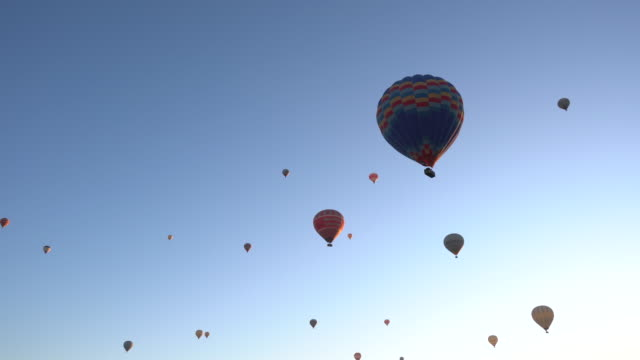 hot air balloon on a blue background - hot air balloon stock videos & royalty-free footage