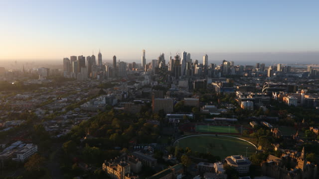 hot air balloon ride above melbourne, australia - weitwinkelaufnahme stock-videos und b-roll-filmmaterial