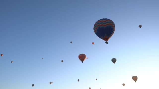 hot air ballons - hot air balloon stock videos & royalty-free footage