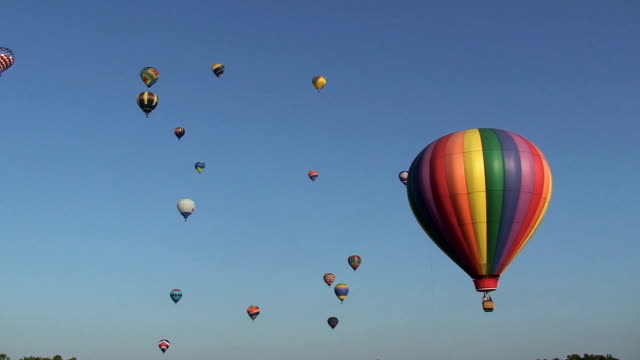 hot air balloons - hot air balloon stock videos & royalty-free footage