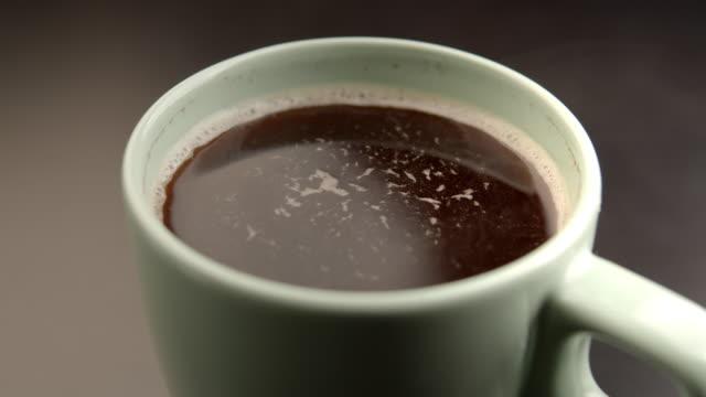 hett svart kaffe - kopp bildbanksvideor och videomaterial från bakom kulisserna