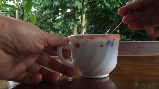 vídeos de stock e filmes b-roll de hot cereal water - chávena