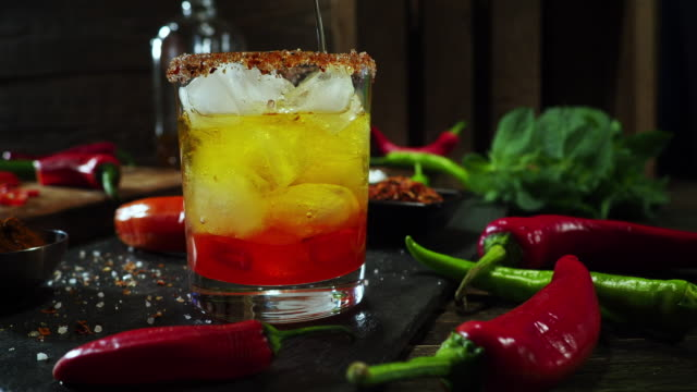 stockvideo's en b-roll-footage met hot chili peper drank - cocktail