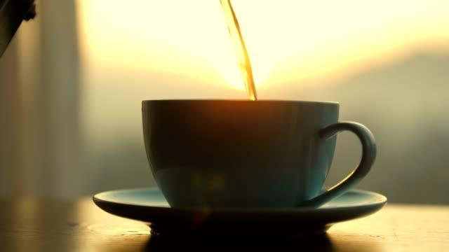 hot coffee pouring into cup - bricco per il caffè video stock e b–roll