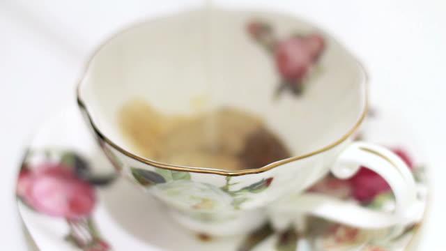 vídeos y material grabado en eventos de stock de café caliente - grano de café tostado