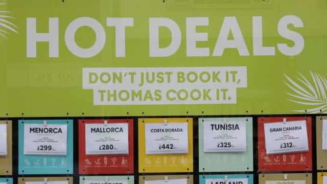 vídeos y material grabado en eventos de stock de hot deal offers in thomas cook travel agency store at gatwick airport, in crawley, united kingdom, england, on monday, september 23, 2019. - escritura occidental