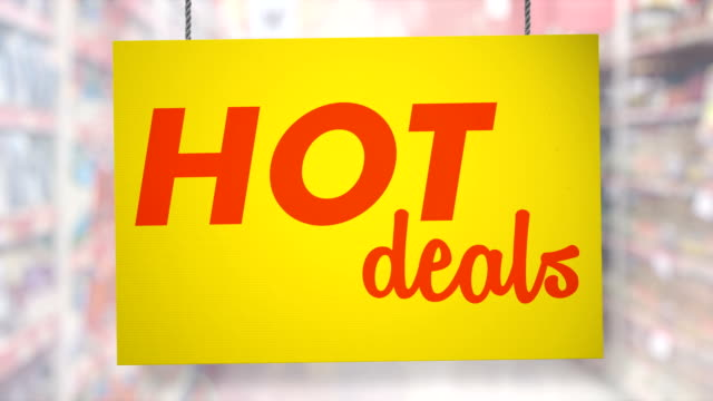 vídeos de stock e filmes b-roll de hot deal sign hanging from ropes. luma matte included so you can put your own background. - crachá etiqueta