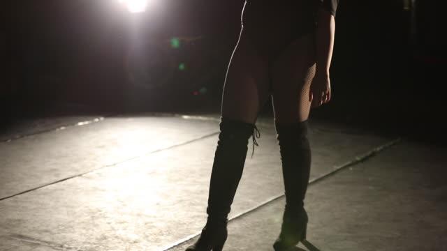 hot girl twerking - performer stock videos & royalty-free footage