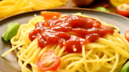 Hot spaghetti with ketchup and fresh tomatoes