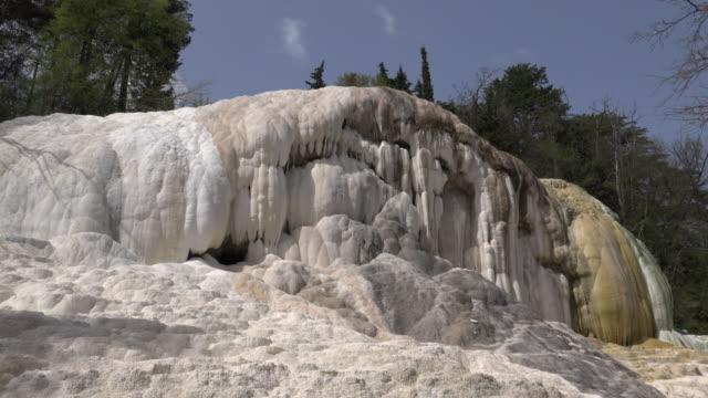 hot spring with white travertine rock - schwefelquellen stock-videos und b-roll-filmmaterial