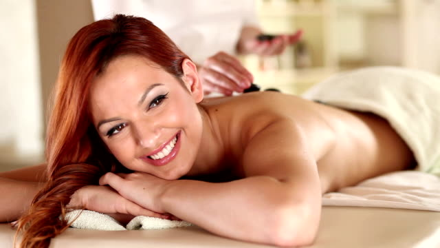 hot-stone-massage - gelassene person stock-videos und b-roll-filmmaterial