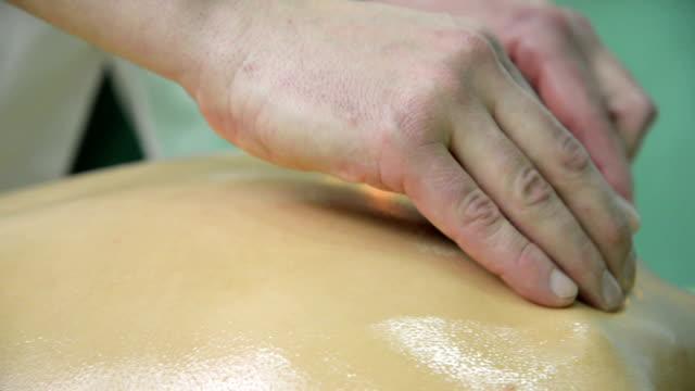 vídeos y material grabado en eventos de stock de masajes con piedras calientes - lastone therapy