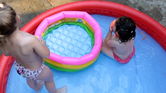 varma sommardagar - flickbaby bildbanksvideor och videomaterial från bakom kulisserna