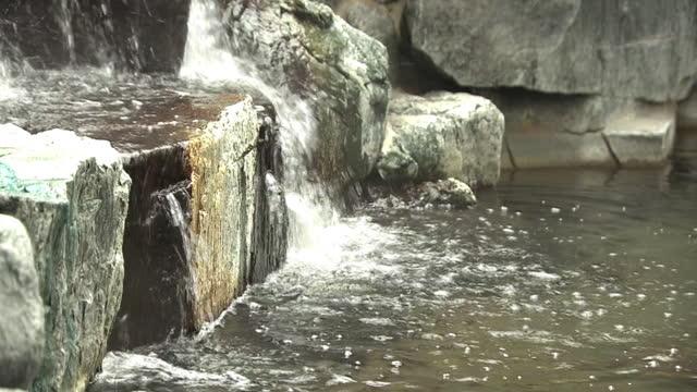 vídeos y material grabado en eventos de stock de cu, hot water outlet of public bathhouse, tokyo, japan - abundancia