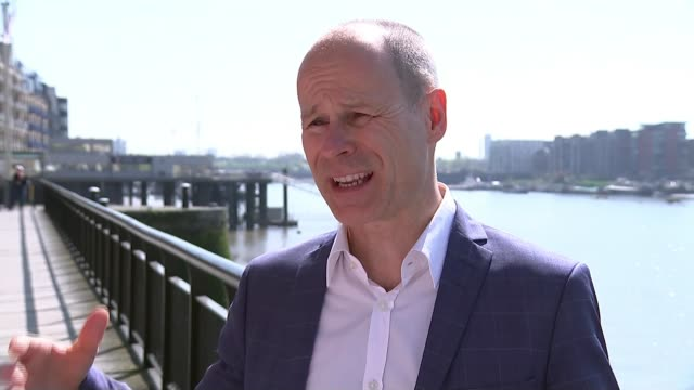 hot weather warning ahead of london marathon ext hugh brasher interview sot/ various of london marathon runners collecting their race numbers/ paul... - suit of armour stock videos and b-roll footage