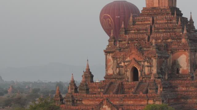 hot-air balloons flying behind sulamani pahto, bagan, myanmar - bagan stock videos & royalty-free footage