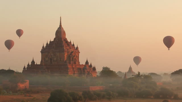 WS Hot-air balloons flying over ancient temples at sunrise / Bagan, Myanmar