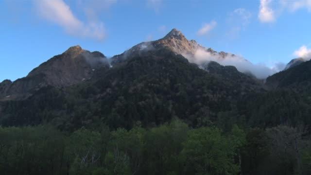 vídeos de stock, filmes e b-roll de hotaka mountain range - nagano