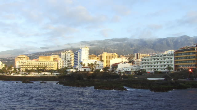 WS, hotel and other buildings on sea shore, Puerto de la Cruz, Tenerife, Canary Islands, Spain