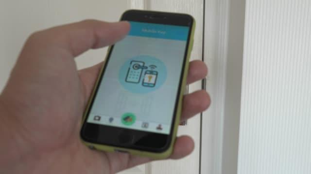 ホテル オートメーション、スマート ホテル技術 - デジタル キー - 鍵点の映像素材/bロール