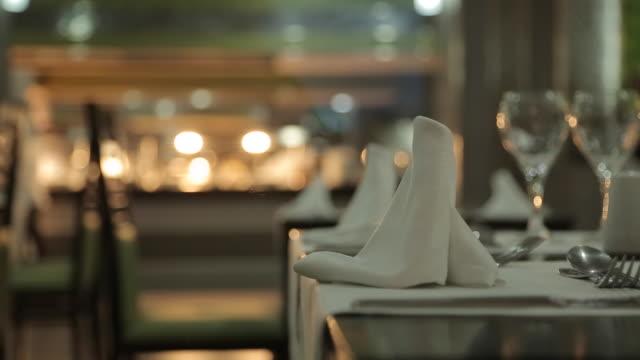 hotel dining tables, nuevo vallarta, nayarit, puerto vallarta, mexico, north america - differential focus点の映像素材/bロール