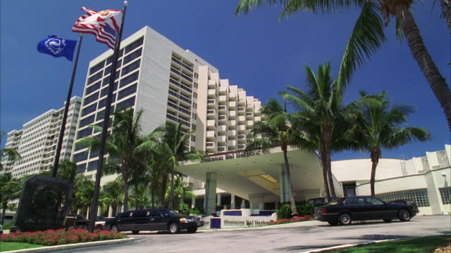 ws la hotel exterior with limousine in driveway / miami, florida, usa - driveway stock videos & royalty-free footage