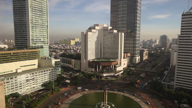 WS  Hotel Indonesia Monument  roundabout with traffic in afternoon