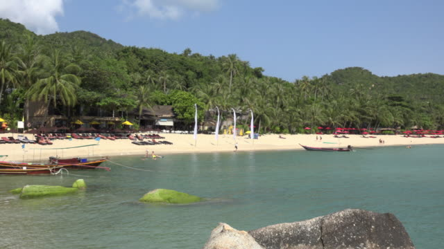 pan / hotel on sandy beach with palm trees - gulf of thailand stock videos & royalty-free footage