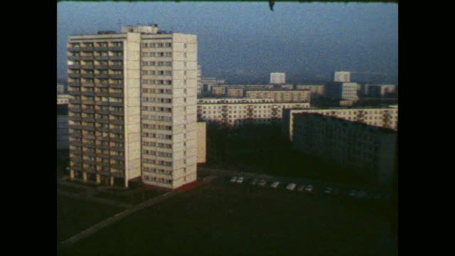 vidéos et rushes de hotel room in a housing estate, looking through the window to typical eastern buildings made with precast concrete slabs - moscou