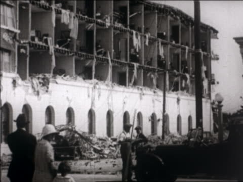 hotel with collapsed wall after earthquake / santa barbara, ca / newsreel - anno 1925 video stock e b–roll