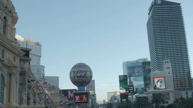 vidéos et rushes de td hotels and signage on the las vegas strip at dusk / nevada, united states - format vignette