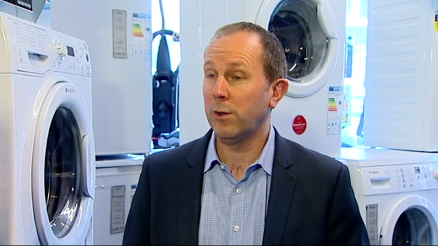 hotpoint criticised over delay in warning public about potentially faulty dishwashers; richard lloyd set-up shots with hotpoint dishwasher richard... - itvイブニングニュース点の映像素材/bロール