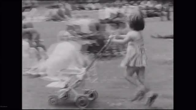 hottest september day since 1911 fs190961013 / b/w child pusing pram in park b/w toddler falling down b/w women eating ice creams b/w people sitting... - アルファベットのb点の映像素材/bロール