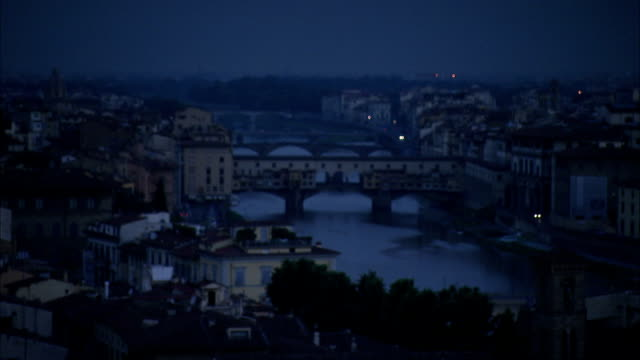 house and trees line the arno river in florence. available in hd. - weichzeichner stock-videos und b-roll-filmmaterial