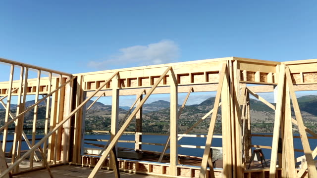 house balkengerüst - doppelhaus stock-videos und b-roll-filmmaterial