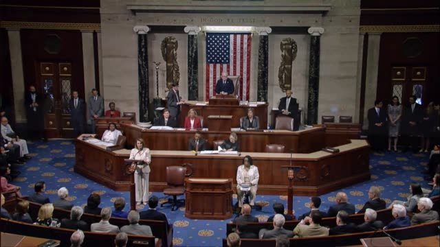 vidéos et rushes de house democratic leader nancy pelosi of california addresses the house during a brief session after majority whip steve scalise and others were shot... - alexandria virginie