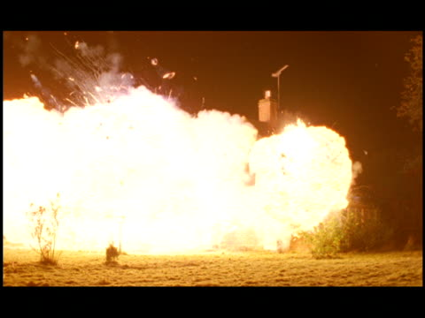 vídeos de stock e filmes b-roll de ms, house exploding at night / gerrards cross, buckinghamshire, england - bola de fogo