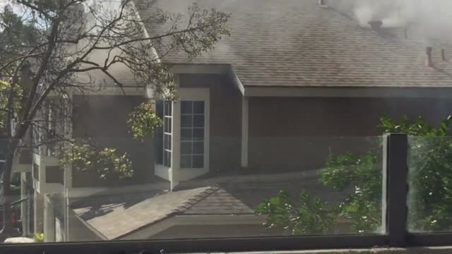 a house fire erupted in carlsbad near carlsbad village drive and college this afternoon around 315 pm firefighters can be seen entering through a... - カールズバッド点の映像素材/bロール