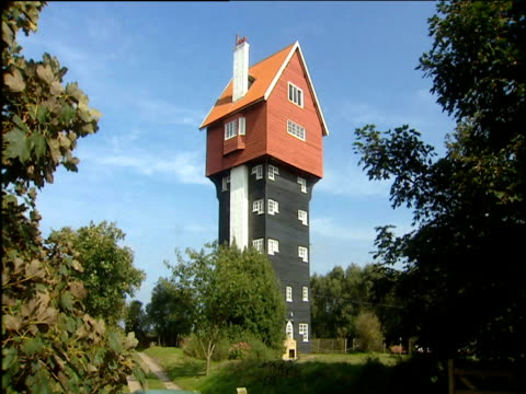 vidéos et rushes de house in the clouds unusual house converted from disguised water tower thorpeness suffolk - stabilité