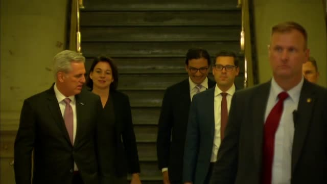 stockvideo's en b-roll-footage met house majority leader kevin mccarthy of california walks with his staff down the center steps of the capitol building basement en route to a meeting... - republikeinse partij vs