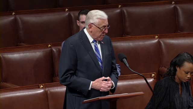 vídeos de stock e filmes b-roll de house majority leader steny hoyer of maryland says in debate on the cares act to deal with economic and health care aspects of the coronavirus... - lei