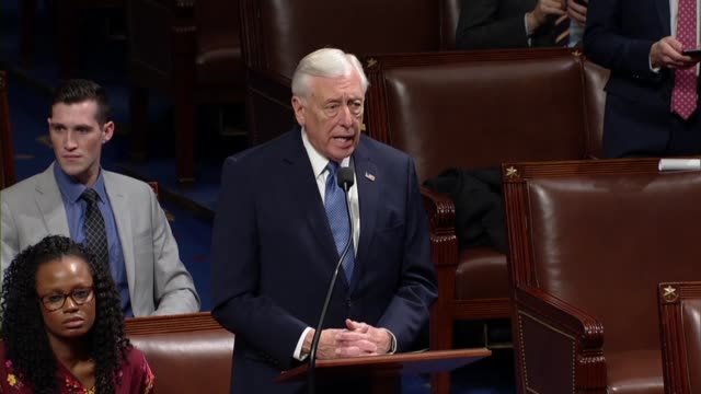house majority leader steny hoyer of maryland says on the 27 of the government shutdown in a week in the house voted on a resolution against... - 後を追う点の映像素材/bロール