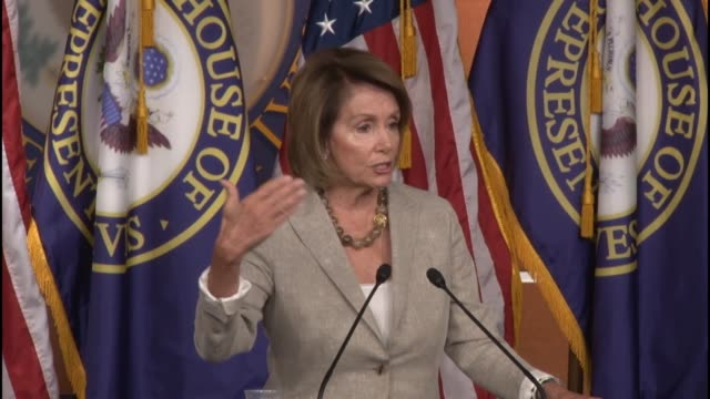 house minority leader nancy pelosi asked about the email controversy faced by hillary clinton rise of bernie sanders in the polls - e mail点の映像素材/bロール