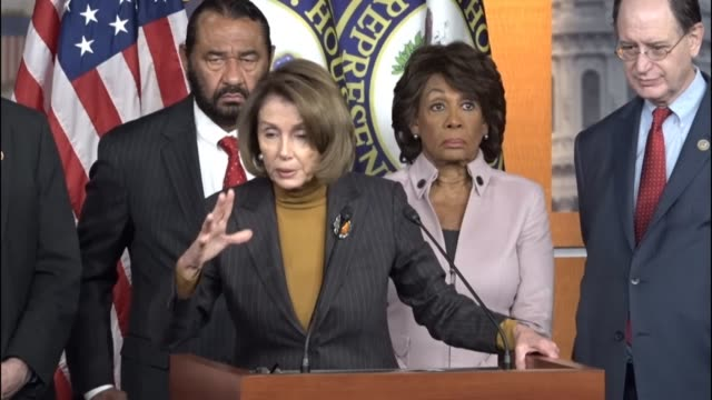 stockvideo's en b-roll-footage met house minority leader nancy pelosi of california says that proposed changes to the dodd frank wall street reform act present a systemic risk to our... - 2008
