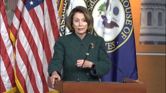 vídeos y material grabado en eventos de stock de house minority leader nancy pelosi of california takes questions from reporters, saying her party is anxious to see what is so far and alliteration... - distrito electoral