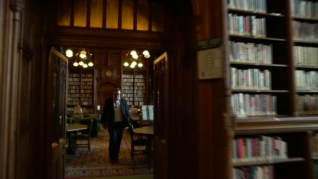 house of commons gvs; england: london: westminster: int houses of parliament interiors - including commons library, house of commons, despatch box,... - britisches unterhaus stock-videos und b-roll-filmmaterial